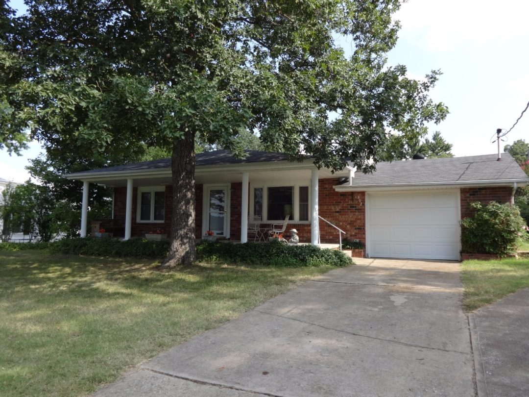 892 Parkview Ln Hollister MO